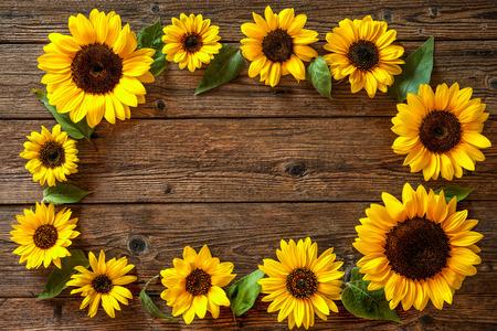 Photo pour Autumn background with sunflowers on wooden board - image libre de droit