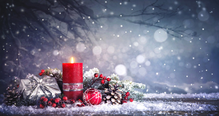 Photo pour Advent decoration with one burning candle. Christmas background - image libre de droit