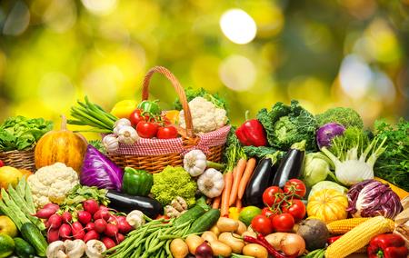 Foto de Fresh vegetables and fruits background - Imagen libre de derechos