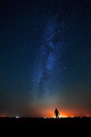 Photo pour The man on the background of bright stars of the night sky. The Milky Way. - image libre de droit