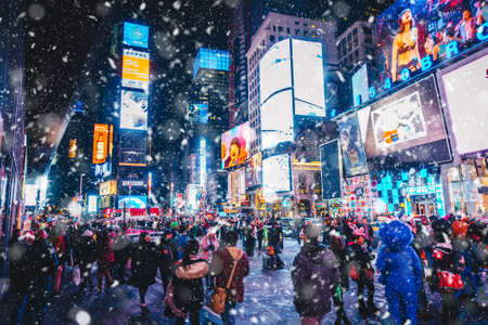 Foto für New York City, USA - March 18, 2017: People and famous led advertising panels in Times Square during the snow, one of the symbol of New York City. - Lizenzfreies Bild