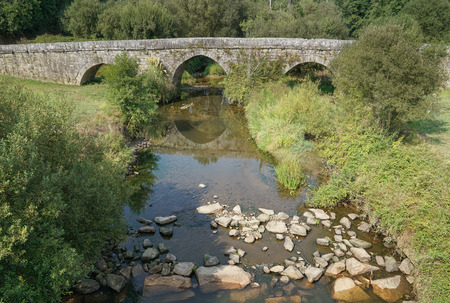 Foto de Roman bridge close to Tui, Camino de Santiago, Spain - Imagen libre de derechos