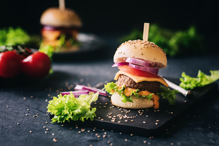 Photo pour Delicious vegetarian hamburger - image libre de droit