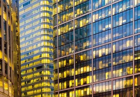 Foto de Office building background in Canary Wharf, London - Imagen libre de derechos