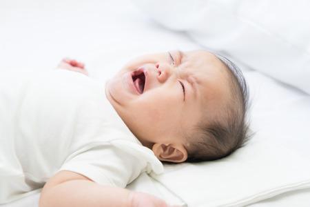Photo pour Newborn Asian baby crying - image libre de droit