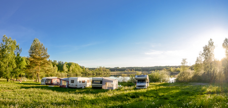 Photo pour Caravans and camping on the lake. Family vacation outdoors, travel concept - image libre de droit