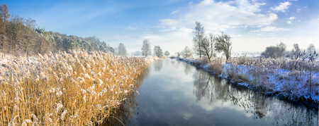 Photo pour Panorama of river in spring thaws or in late winter, landscape - image libre de droit