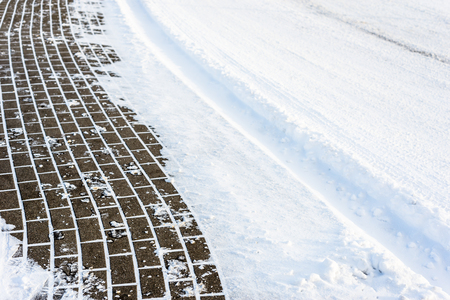 Photo pour Background with snow on road and sidewalk in winter, texture - image libre de droit