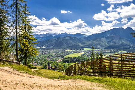 Photo pour Landscape of mountains from the hiking trail to the top of mountain Gubalowka, view at valley Zakopane in the summer vacation - image libre de droit