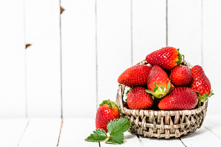 Photo pour Organic strawberries on white wooden background. Red berries on table. - image libre de droit