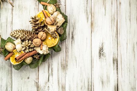 Foto de Christmas wooden background, wreath with decoration on wood - Imagen libre de derechos