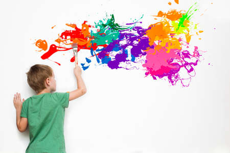Foto de Gifted child drawing an abstract picture with colorful splatters - Imagen libre de derechos