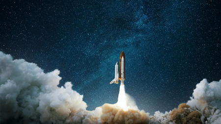 Photo pour Spaceship takes off into the starry sky. Rocket starts into space. Concept - image libre de droit