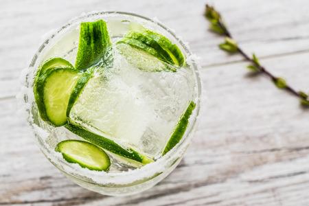 Foto de Gin Tonic Cocktail with cucumber slices and ice. Beverage concept. - Imagen libre de derechos