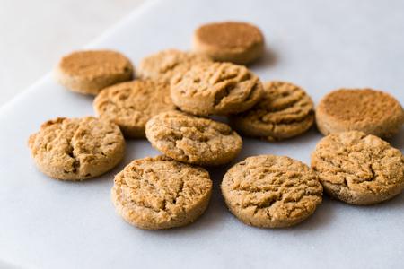 Foto de Quick Bites Mini / Small Cookies Apple and Cinnamon Flavored. Fastfood. - Imagen libre de derechos