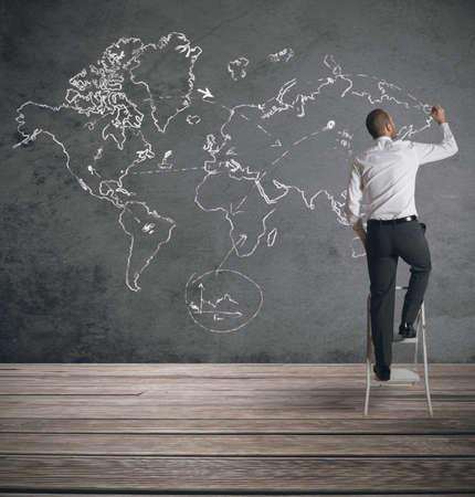 Photo pour Concept of businessman that plans a global business - image libre de droit