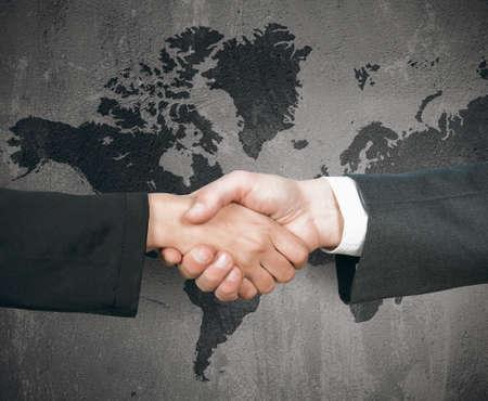 Photo pour Concept of business world handshake - image libre de droit