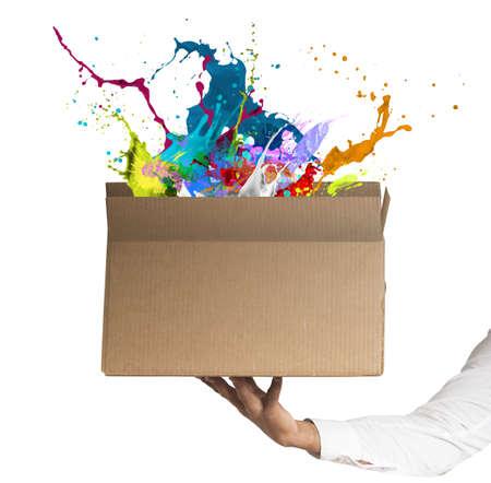 Photo pour Man holding a creative business box - image libre de droit