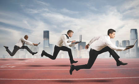 Photo pour Competition in business concept with running businesspeople - image libre de droit