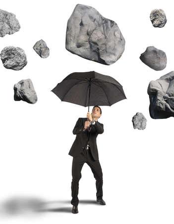 Photo pour Businessman shelters from the storm of crisis - image libre de droit