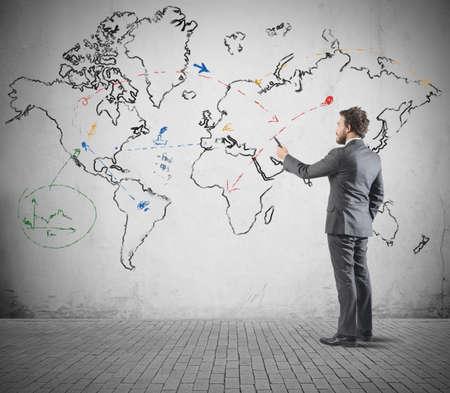 Foto de Global business concept with businessman that draws a world map - Imagen libre de derechos