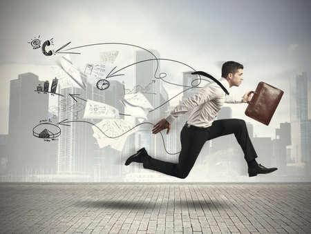 Photo pour Concept of Fast business with running businessman - image libre de droit