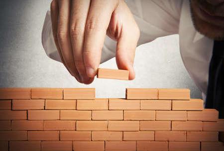 Foto de Concept of businessman that builds a new business - Imagen libre de derechos