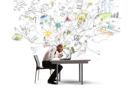 Photo pour Businessman working on a new idea with a laptop - image libre de droit