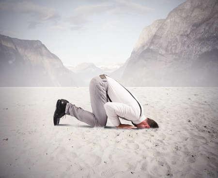 Photo pour Concept of fear of the crisis with businessman like an ostrich - image libre de droit