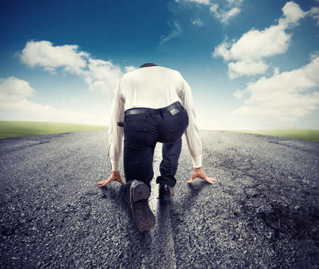 Photo pour Motivated businessman ready to start to success - image libre de droit