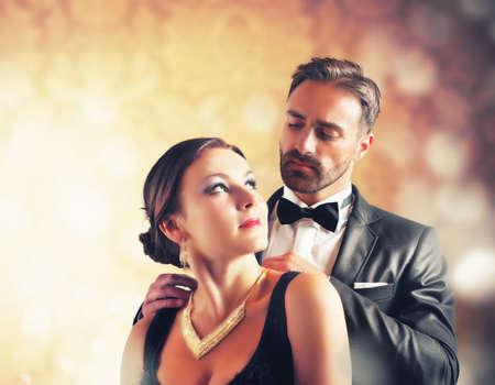 Photo pour A man gives a necklace to his wife - image libre de droit