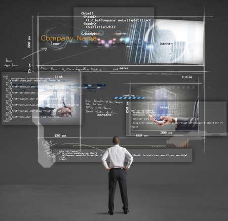 Photo pour Businessman shows a presentation of a company website - image libre de droit