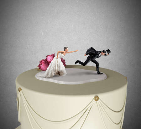 Foto de Funny Escape from marriage concept over a cake - Imagen libre de derechos