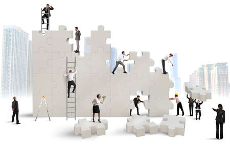 Photo pour Business team Builds a new company with puzzle - image libre de droit
