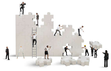 Foto de Business team Builds a new company with puzzle - Imagen libre de derechos