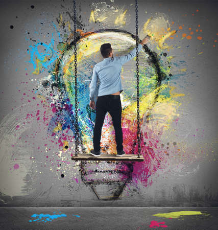 Photo pour Boy paints on wall a colorful idea - image libre de droit
