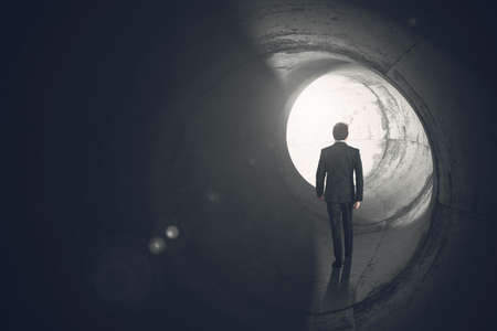 Photo pour Determined businessman gets out of the tunnel - image libre de droit