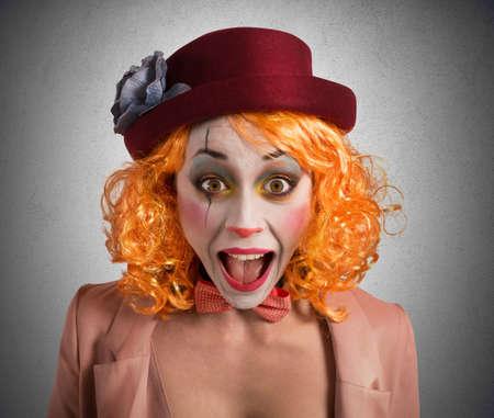 Foto de Clown makes funny faces to make laugh - Imagen libre de derechos