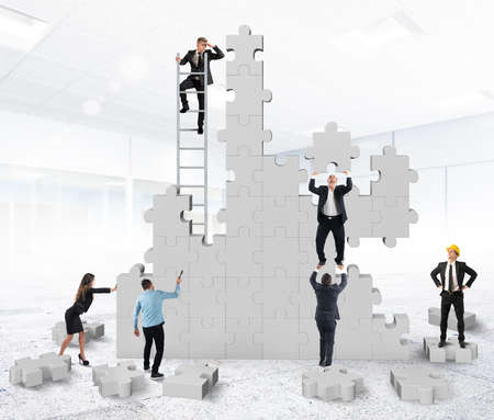 Photo pour Teamwork collaborates and cooperates for the construction - image libre de droit