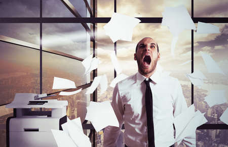 Foto de Businessman stressed and overworked yelling in office - Imagen libre de derechos