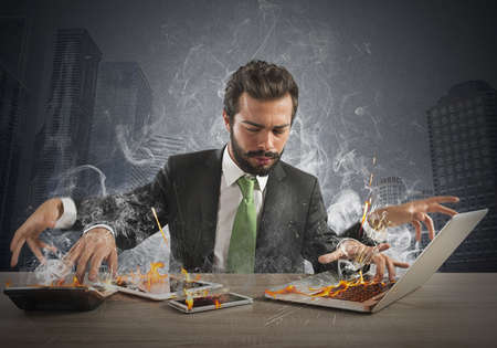 Foto de Stressed businessman working quickly with many computer - Imagen libre de derechos