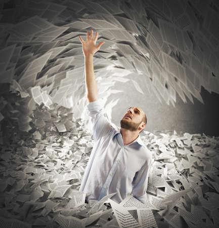 Photo pour Man covered with sheets asks for help - image libre de droit
