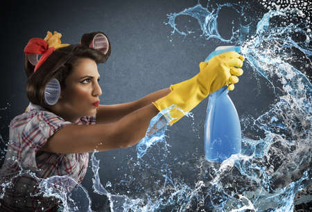 Photo pour Housewife cleans determined with much cleaner spray - image libre de droit