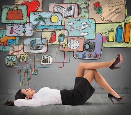 Foto de Businesswoman thinking to organize work and life - Imagen libre de derechos