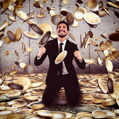 Photo pour Businessman exults under a rain of money - image libre de droit