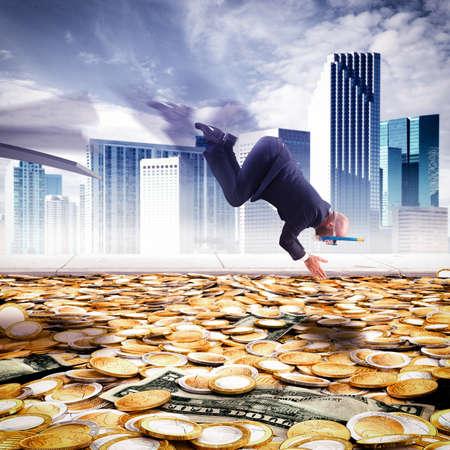 Photo pour Businessman dives into the pool of money - image libre de droit