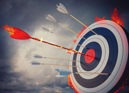 Foto per Flaming arrow hitting the center of target - Immagine Royalty Free