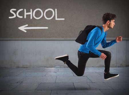 Foto de Boy with backpack escapes from the school - Imagen libre de derechos