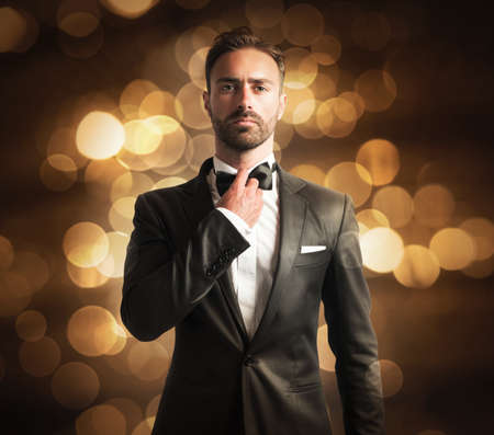 Photo pour Elegant man with papillon on golden background - image libre de droit