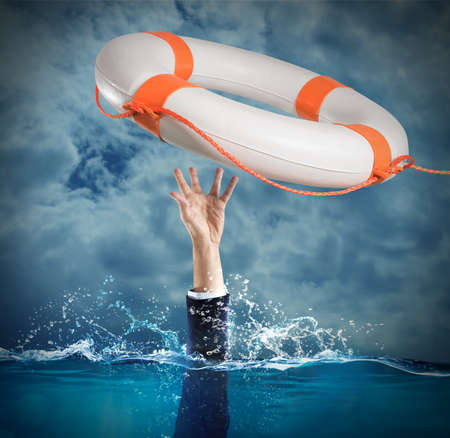 Foto de Lifesaver launched a drowning man in the sea - Imagen libre de derechos
